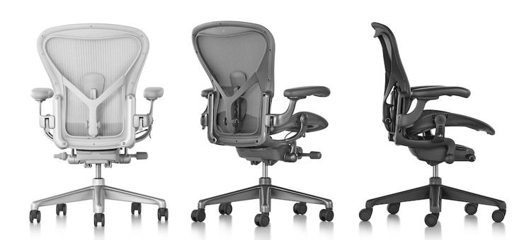 Trois sièges Aeron de trois coulaurs différentes : minéral, carbone et graphite