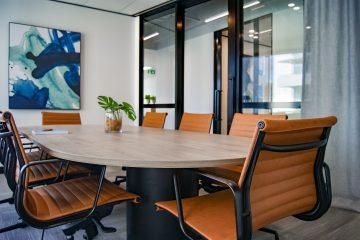 Voici nos conseils pour bien aménager sa salle de réunion et ainsi être plus productif.